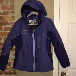 WOMANS COLUMBIA COAT SIZE SMALL !!!
